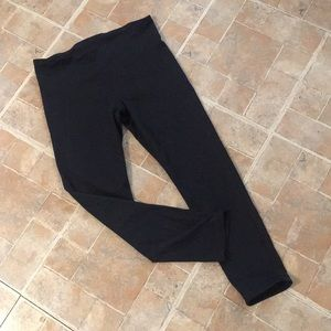 Under Armour cropped compression leggings size SM